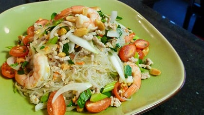 Glass Noodle Salad ยำวุ้นเส้น (yum woon sen)