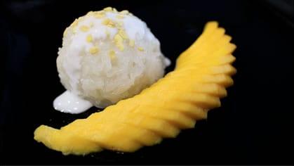 Mango & Sticky Rice ข้าวเหนียวมะม่วง (kao niew mamuang)