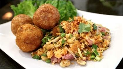 Rice & Sausage Salad ยำแหนมข้าวทอด  (yum naem kao tod)