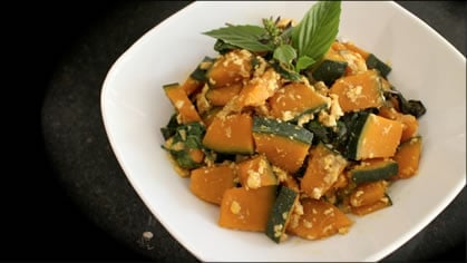 Kabocha Squash Stir-Fry ผัดฟักทอง (pad faktong)