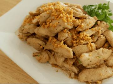 Garlic Pepper Chicken - Gai Pad Gratiem