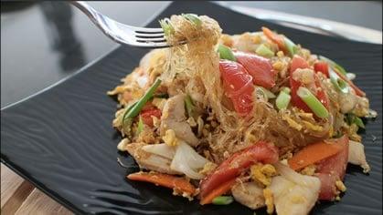 Glass Noodle Stir-Fry ผัดวุ้นเส้น (pad woon sen)