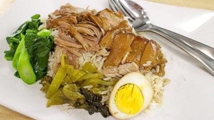 Slow-Braised Pork Leg on Rice ข้าวขาหมู (kao ka moo)