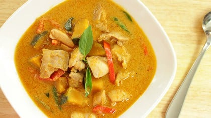 Red Curry w/ Chicken & Squash แกงเผ็ดไก่ฟักทอง (gaeng ped gai faktong)