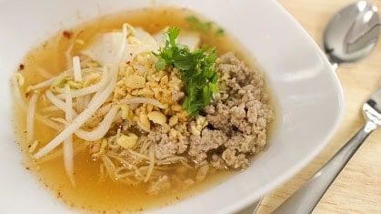 Tom Yum Noodle Soup ก๋วยเตี๋ยวต้มยำ (guay tiew tom yum)