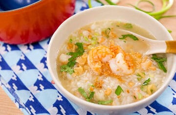 kao tom goong, thai rice soup with shrimp