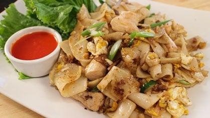 Guay Tiew Kua Gai ก๋วยเตี๋ยวคั่วไก่