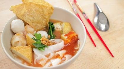 """Yen Ta Fo """"Pink Noodle Soup"""" เย็นตาโฟ"""