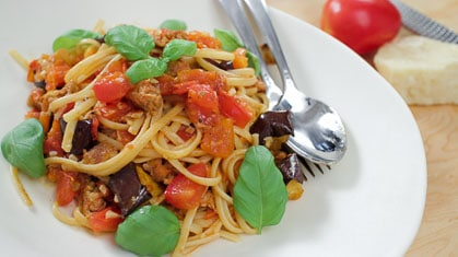 Garlicky Tomatoey Weeknight Pasta