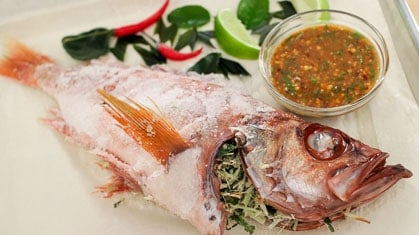 Baked Salt-Crusted Fish ปลาเผาเกลือ