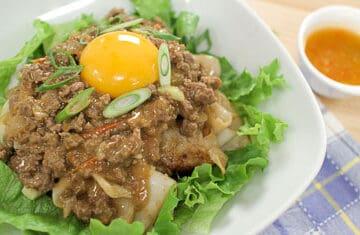 Rice Noodles w/ Curried Meat Sauce ก๋วยเตี๋ยวเนื้อสับ