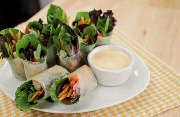 SaladNot your average salad rolls! These Thai salad rolls are beautiful, healthy, and easy to make. Comes with a creamy, garlicky dipping sauce that's got a spicy kick. Keep it vegetarian or add some meat! #saladrolls #vegetarian #healthy #thai #veggie #reciperolls