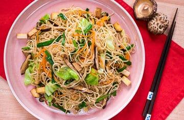 vegan noodles - pad mee sua