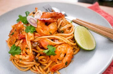 This Thai pasta recipe is the perfect marriage between tom yum going and a good tomato sauce pasta. It's also a quick and easy meal, perfect for a weeknight! #thaifood #pasta #thaifusion #spaghetti #easymeals #tomyjm
